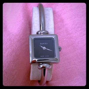 Ladies stainless steel Gucci watch Bangle 1900 L